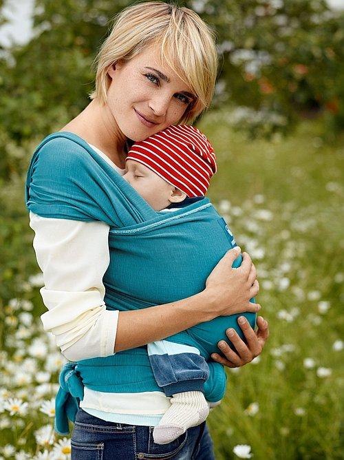 Šátek Manduca Sling je elastický, krásně se přizpůsobí tělu miminka