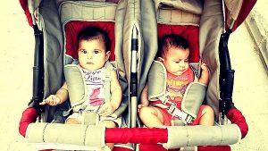 Výběr nejlepších kočárků pro dvojčata a sourozence