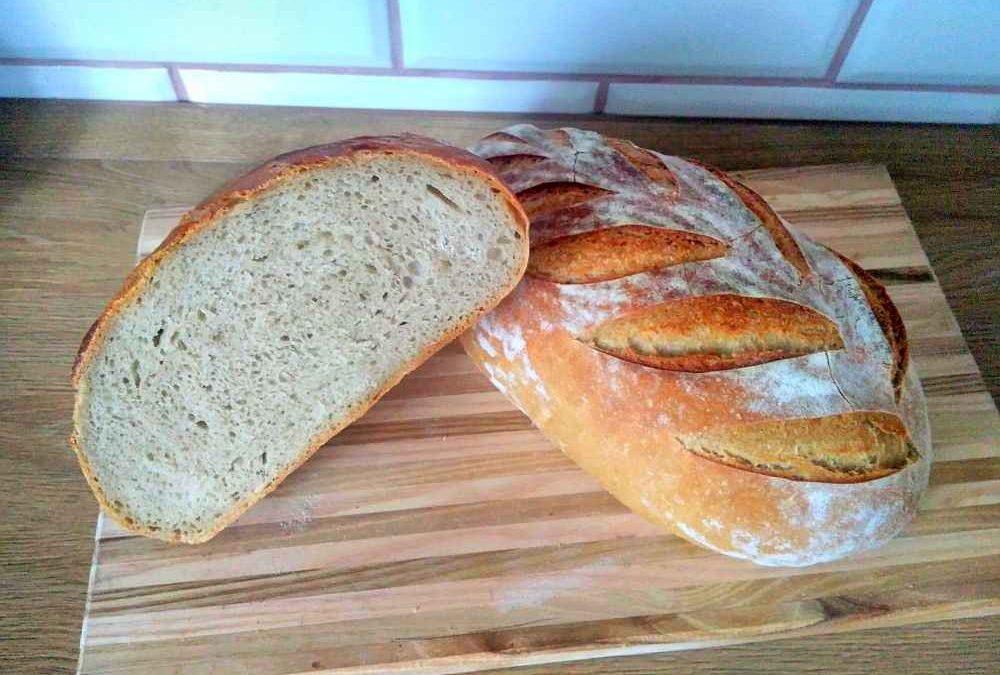Jednoduchý pšenično-žitný kváskový chléb (bez droždí), který se vždycky povede